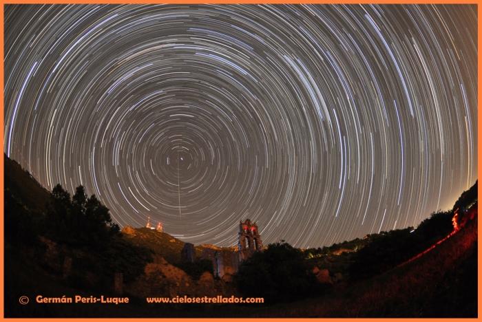 Star-Trails en el antiguo monasterio Carmelita del Desert de les Palmes (Castellón)