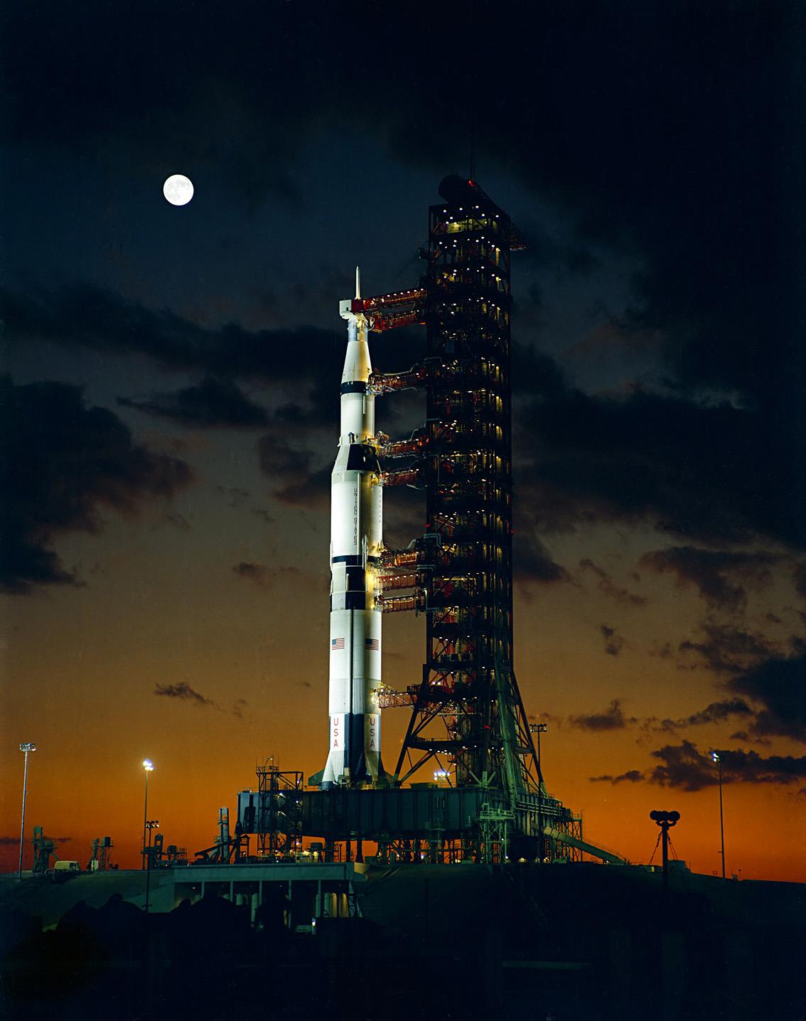 Apollo_4_Saturn_V_nov67